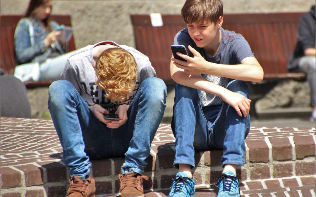 Cum pot creste copiii fara a fi afectati de noile tehnologii?