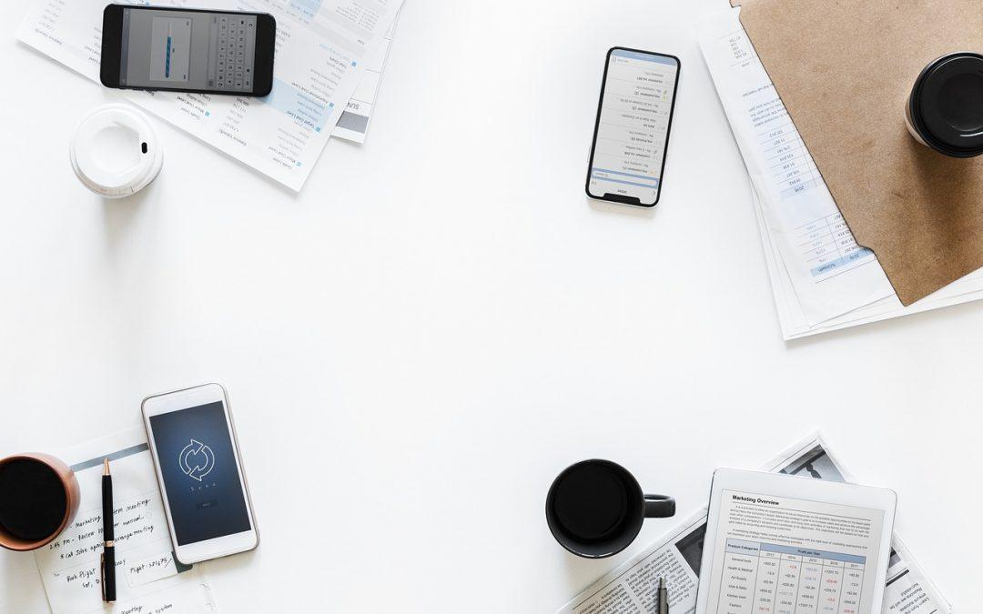 Economiseste hartie folosind telefonul sau internetul pentru a prezenta documente!